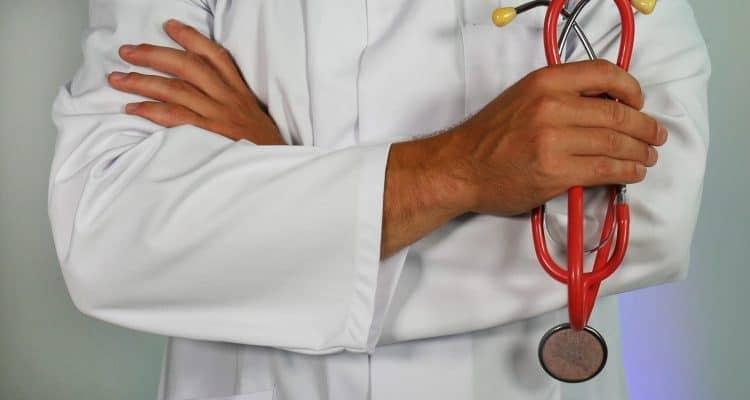 BPJS dan Asuransi Kesehatan Swasta: Siapa yang Terbaik?
